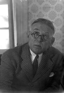 Photograph of H.L. Mencken at 1527 Hollins Street by A. Aubrey Bodine, November 25, 1947.