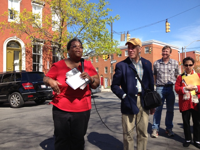 Lafayette Square Association President Arlene Fisher leads a tour of her neighborhood. Image courtesy of Amy Davis.